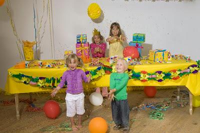 Decoracion de fiesta infantil con globos y girnaldas
