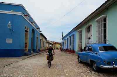 enlacima-de-paseo-por-trinidad-de-cuba-en-btt