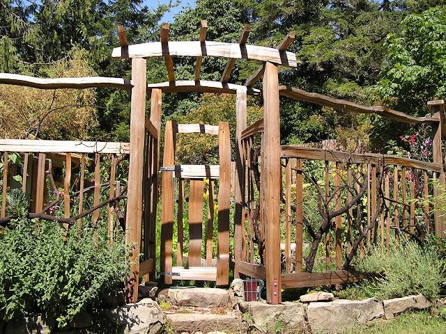 Garden Arbor With Gate5