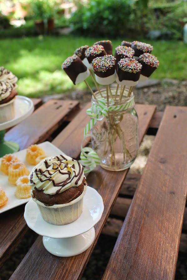 sweet table donauwellen cupcakes guglhupf marshmallow cake pops foodblog himbeerprinzesschen