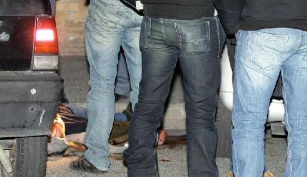 http://2.bp.blogspot.com/-qs-N2h2iBLw/TvMSPnCat5I/AAAAAAAAKAk/dfgxHJbHU9M/s1600/20111222_omicidio-napoli-4.jpg