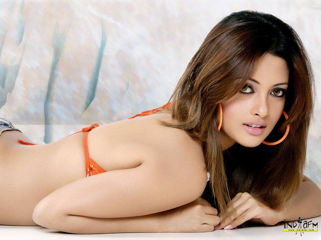 Hot actress stills now hot riya sen wallpapers for Best online photo gallery