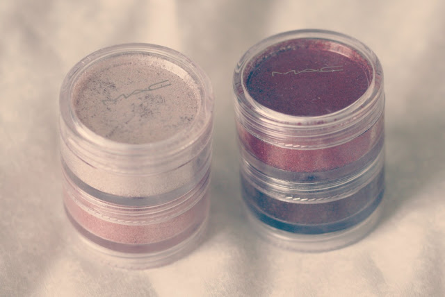Mac-Dazzlesphere-smoky-berry-pigments-blog-post-swatch