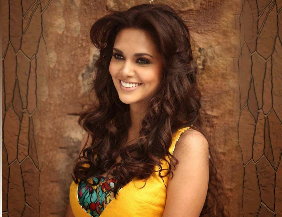 Esha Gupta HD Wallpapers Free Download