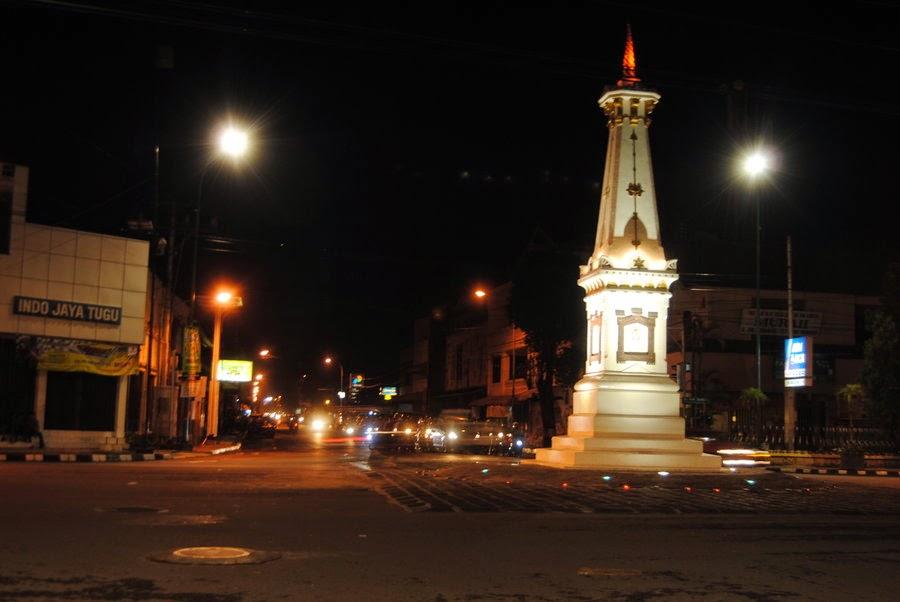 10 Tempat Obyek Wisata malam hari di Yogyakarta - Tugu Jogja