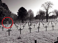 Saat ke Pemakaman, Remaja Tangkap Penampakan Hantu Tentara