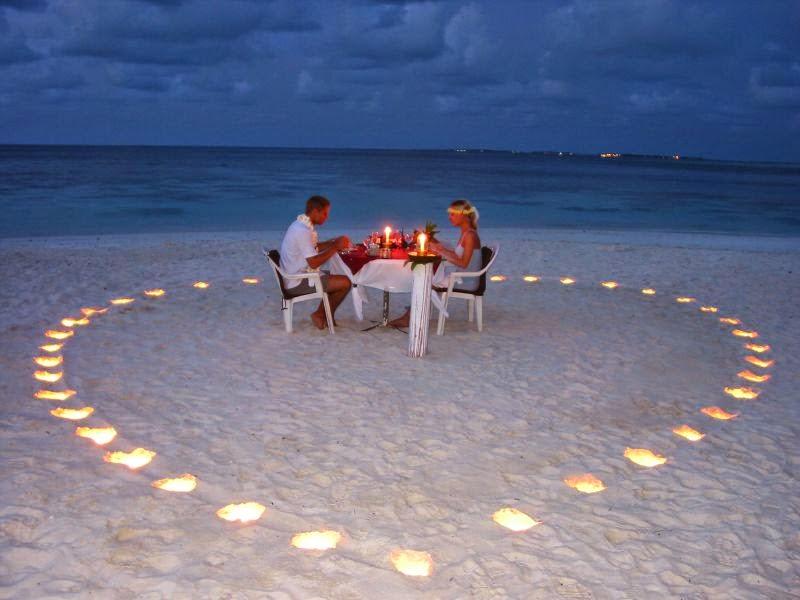 Cena de enamorados en la playa