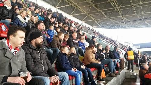 De Tweeklank bezoekt voetbalwedstrijd