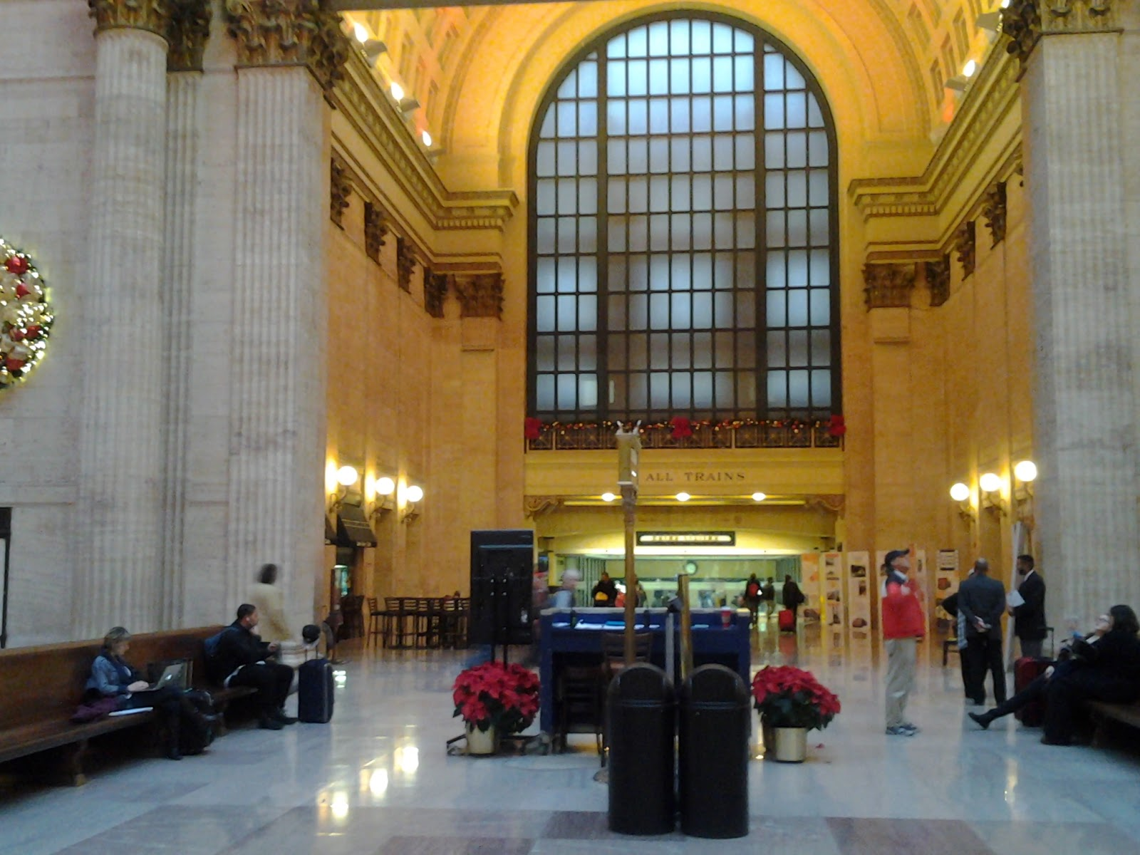 Chicago Union Station Christmas 2014