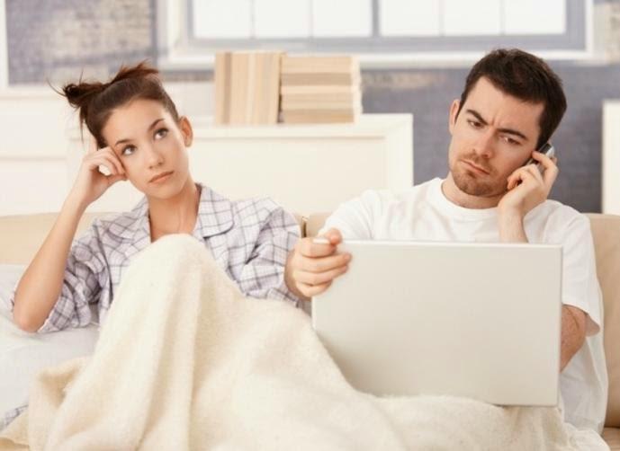 سلبيات ومساوئ للأرتباط العاطفى  - زواج فاشل رجل مشغةل يتجاهل امرأة زوجته -busy man