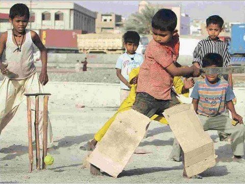 funny photos from India, Kids playing cricket