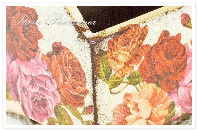 pudełko, piórnik zdobiony techniką decoupage, decoupage, motyw róży, technika decoupage, spękania dwuskładnikowe, postarzanie przedmiotów, zdobienie przedmiotów, pudełeczko z różami