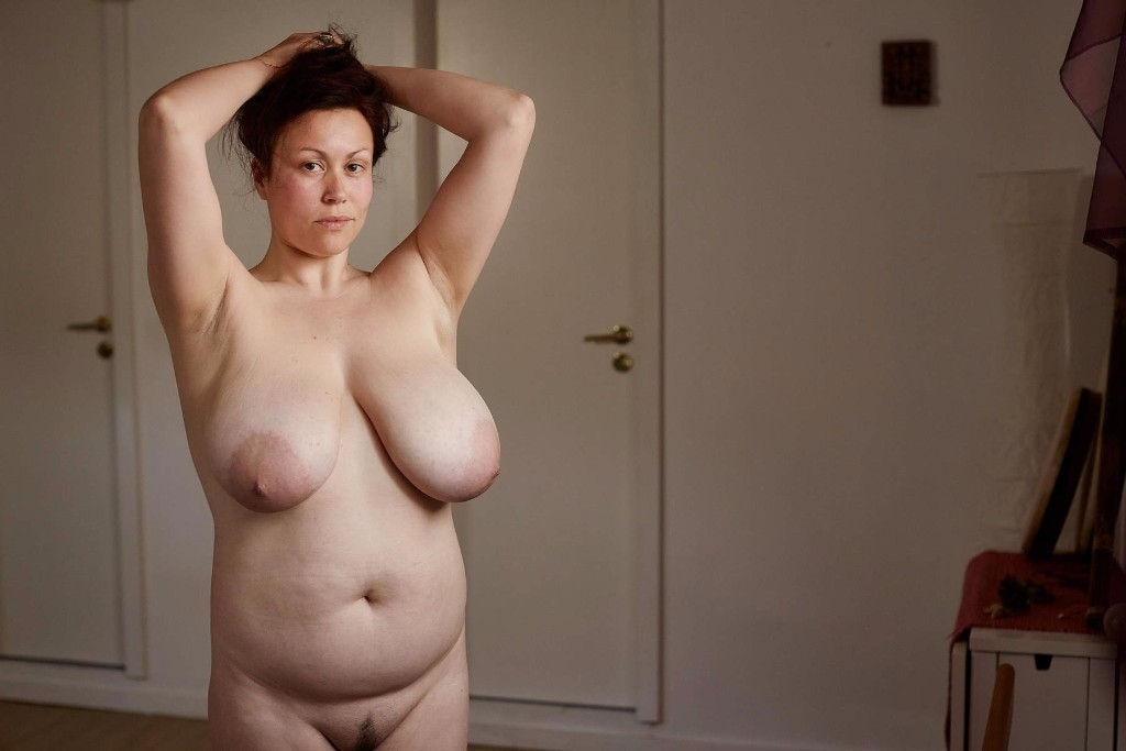 perforación hembra desnudo