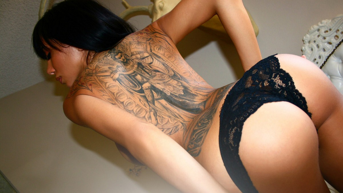 A shy girl tatoo do sex in a mad house lr 6