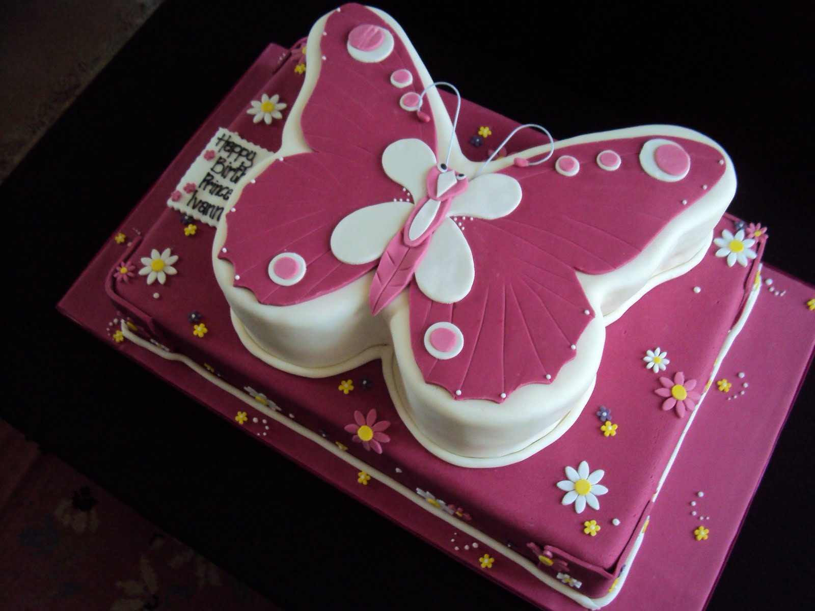 MIMI TO YOU - SWEET AND STYLISH CAKES: Butterfly Cake.