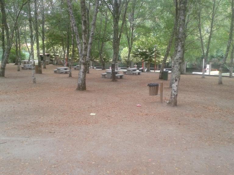 Parque de Merendas de Vila Cova com Sombra
