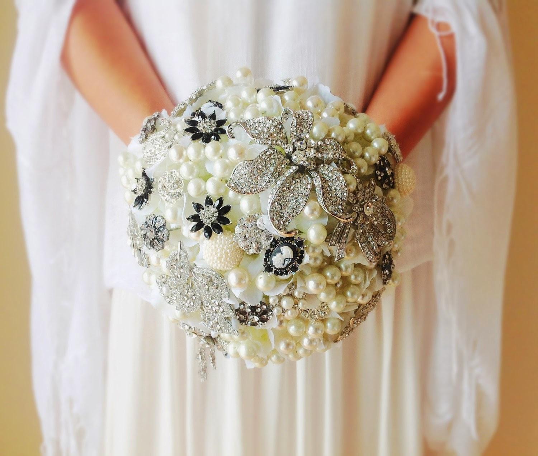 Brooch bouquet Heart Shaped Petals