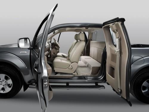 Pickup & Trucks: Tan Chong introduces the Nissan Navara 4X4 King Cab