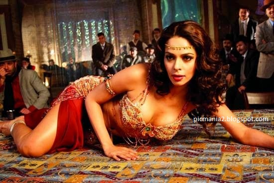 Malika Sherawat Item Number hot image gallery with cleavage