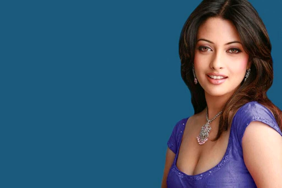 Riya Sen Widescreen Wallpaper 1
