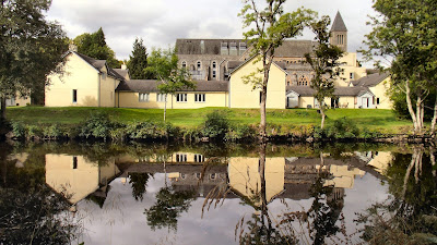http://www.highlandclubscotland.co.uk/courtyard-cottages