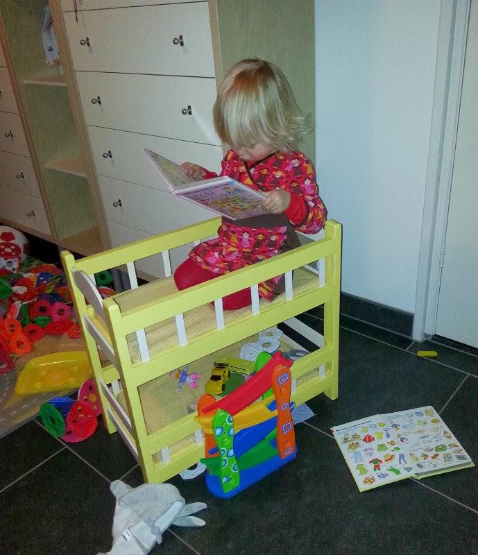 Perfecte leesplek, het poppen-stapelbedje