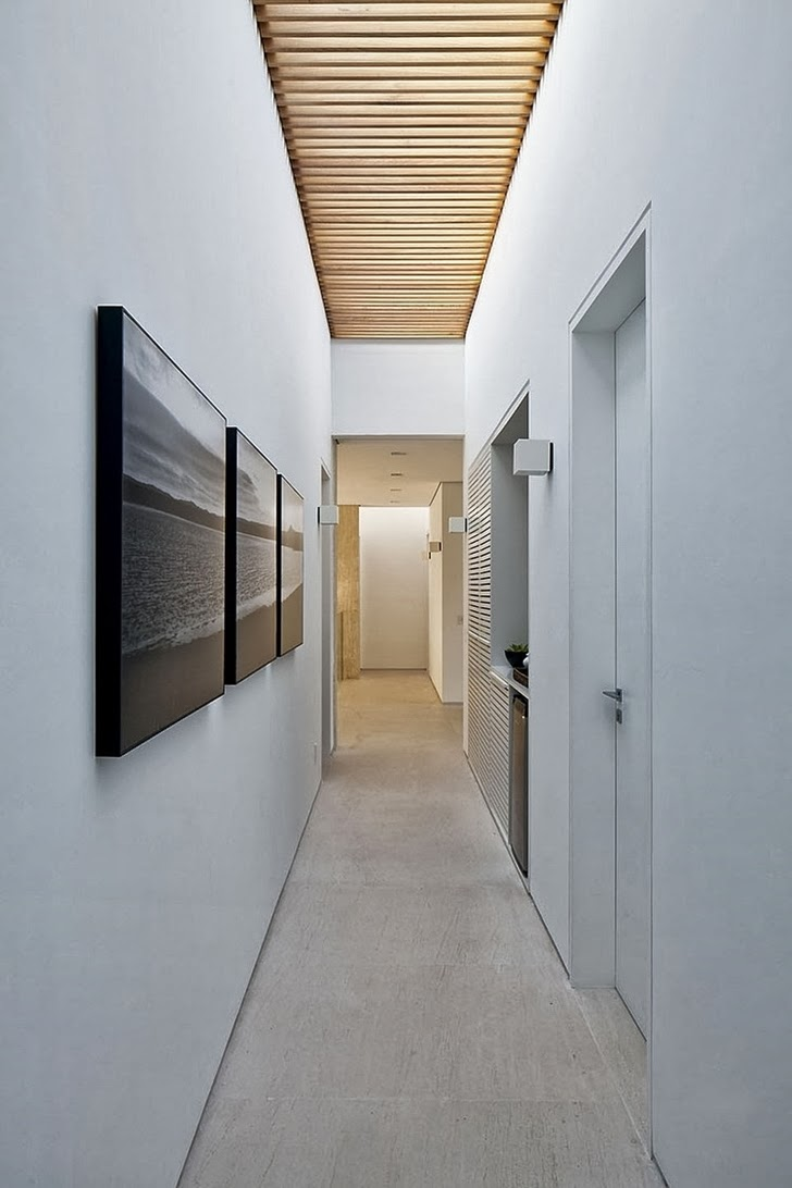 Hallway in Contemporary Iporanga House by Patricia Bergantin Arquitetura