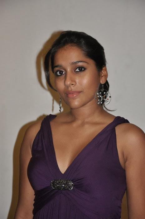 rashmi gautam cleavege ing glamour images