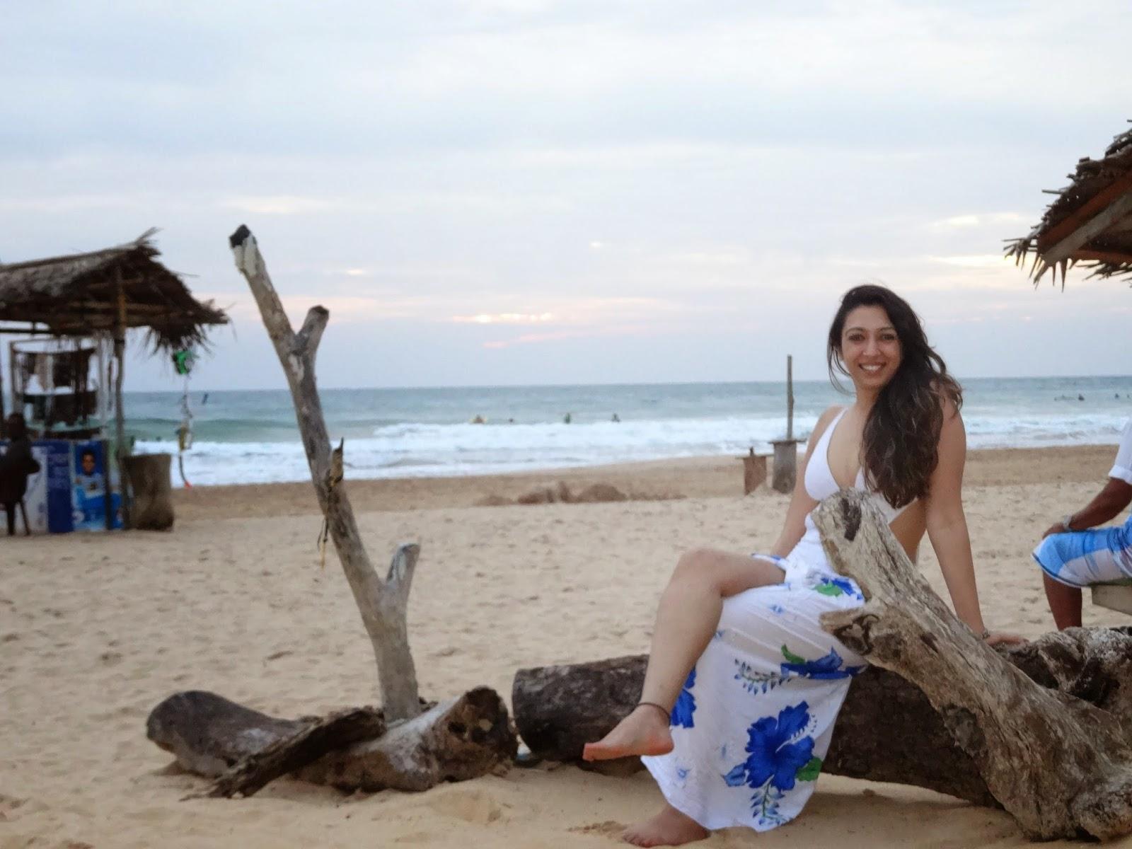 travelling boots sri lanka galle hikkaduwa beach