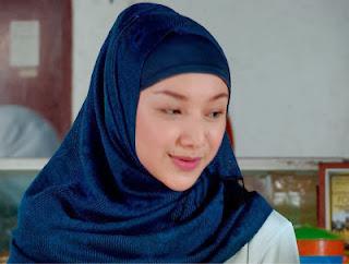 Foto Indri Giana cantik dan manis