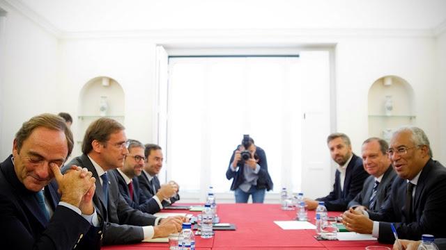 Fotografia da Coligação PSD-CDS em reunião com António Costa