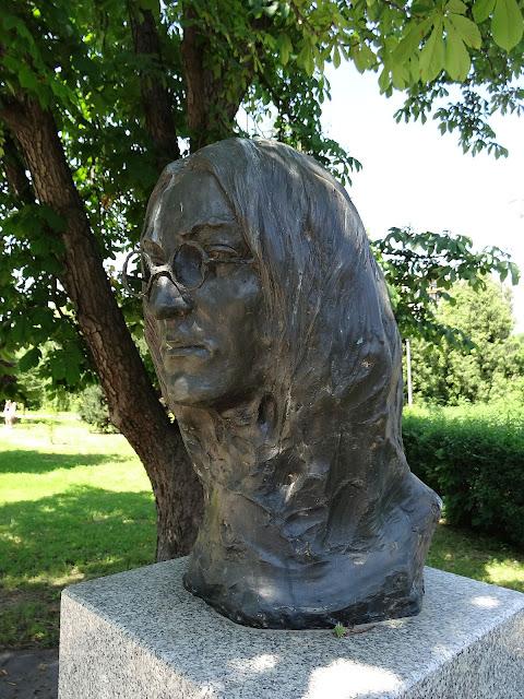 Ikona muzyki pop John Lennon w Alei Sław