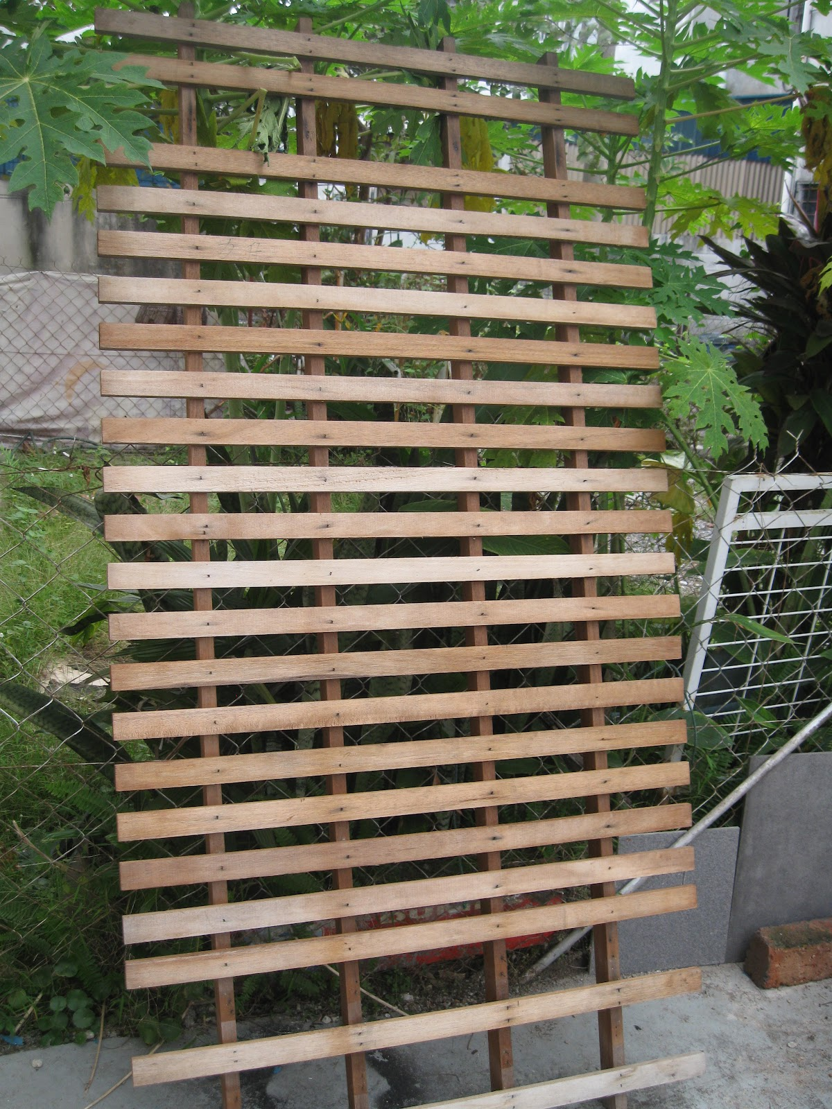 walk with me wooden diy privacy screens