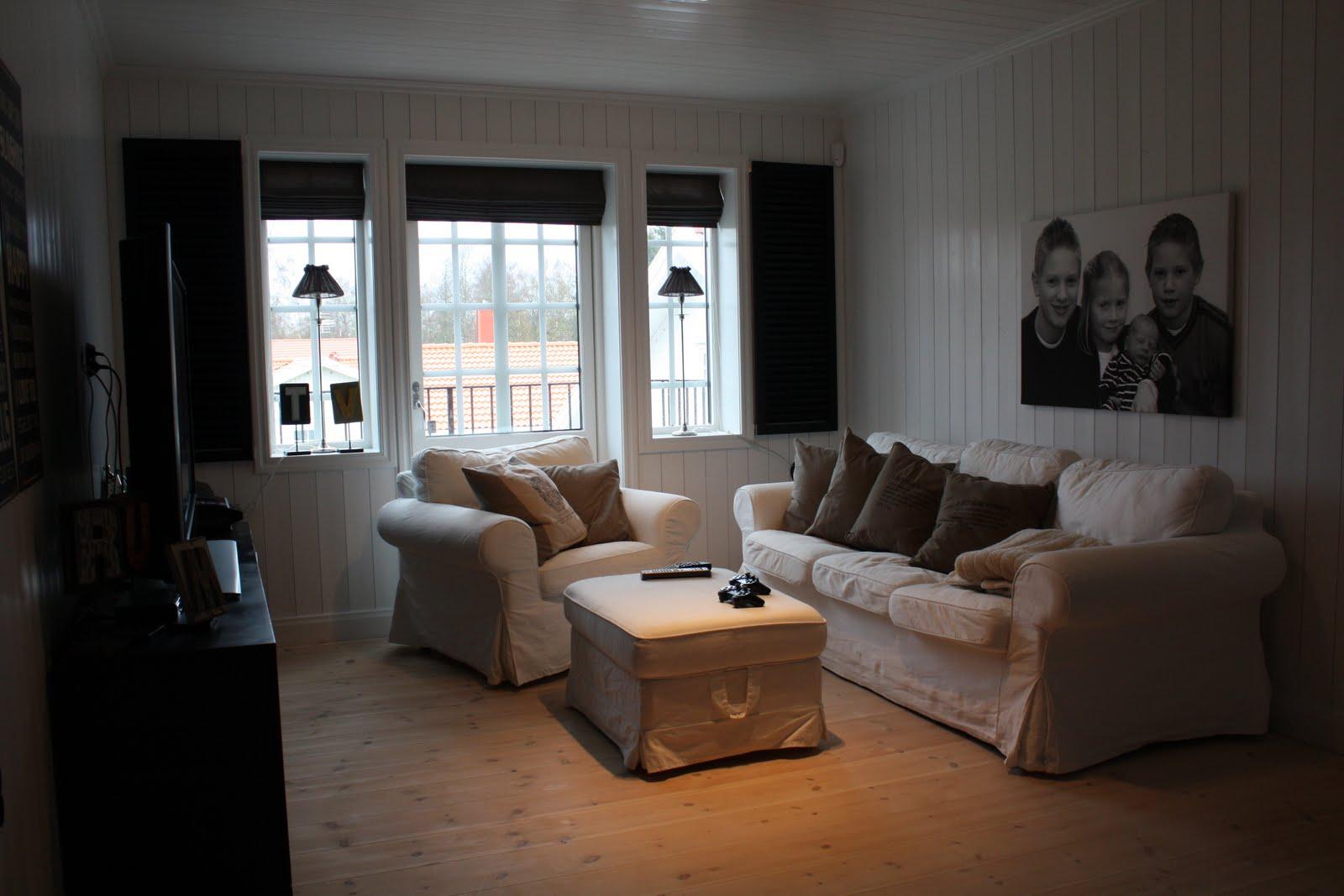"""Mårtensdrätt: hissgardin i """"tv rummet"""""""