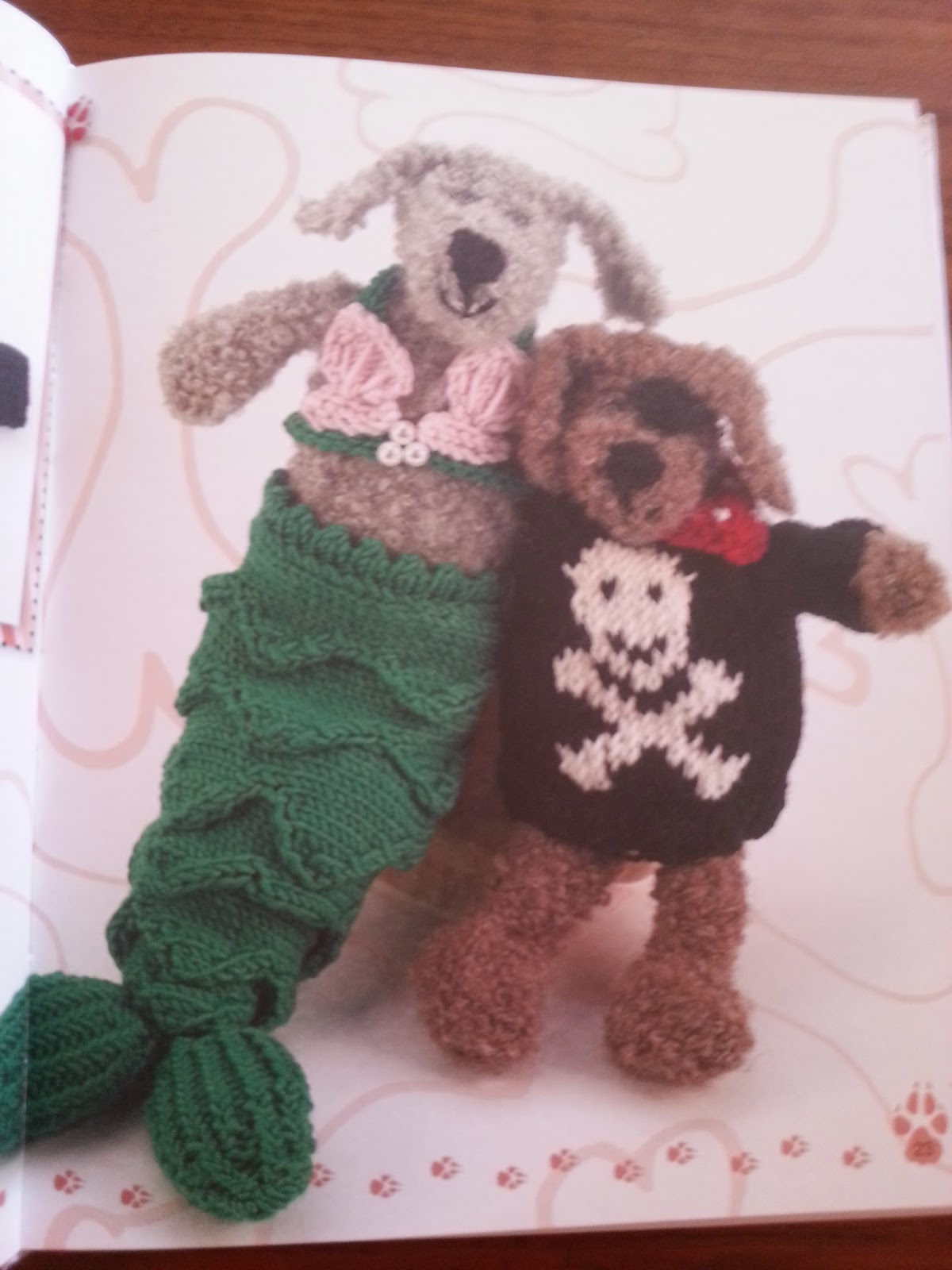 Knitting Patterns For Dogs Book : Knitted Dogs & Puppies ~ Book Review ~ Crochet Addict UK