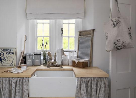 Il giardino di fasti floreali il lavello sotto la finestra - Dove mettere la lavastoviglie in cucina ...
