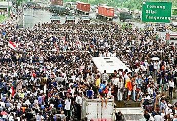 PENGUMUMAN HASIL PILPRES 22 JULI . Diperkirakan Kerusuhan di Jakarta dan Kota-kota Besar