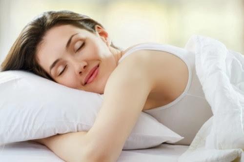 wanita-tidur-lebih