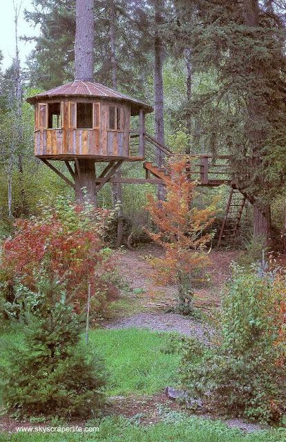 Casa del árbol de madera tipo cabaña