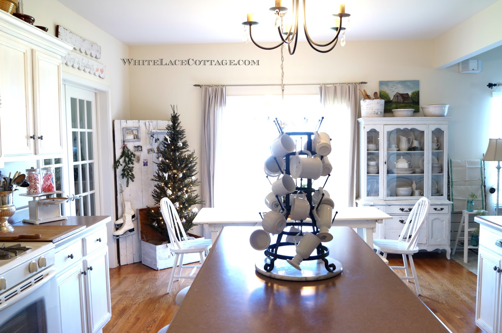 Kitchen Christmas Tree in a Trunk - White Lace Cottage