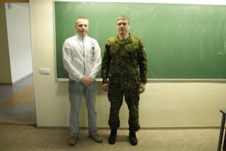 Seersant Viktor Ivanov ja riigikaitse õpetaja Argo Kivi