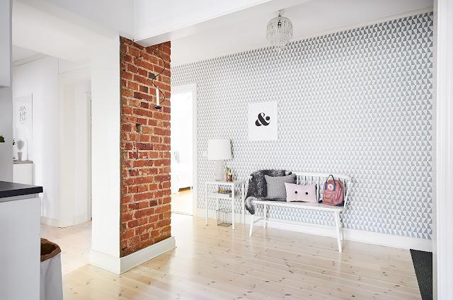 Deco: brique et papier peint