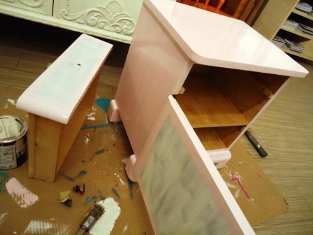 Maleriet fargehandel: Rosa drøm av et nattbord