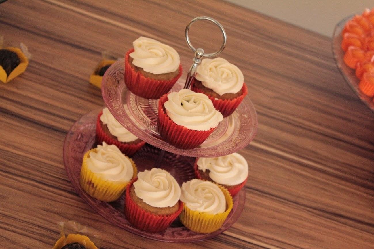 chá de panela, amarelo e laranja, cupcakes