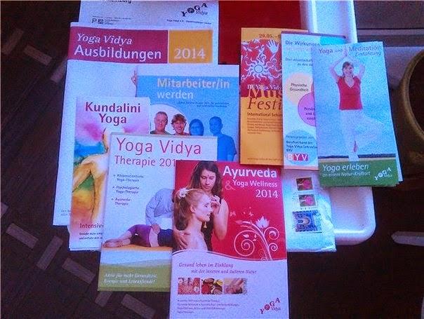 Échantillons Gratuits des Livrets et des CDs de Yoga Vidya