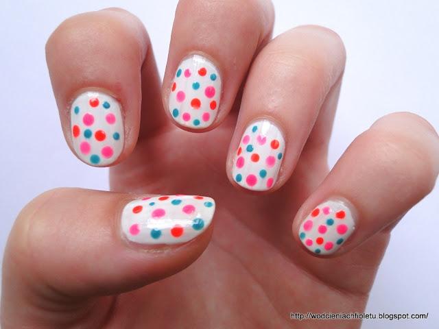 manicure kolorowe kropki