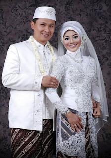 Gaun Kebaya Modern Pengantin Muslim
