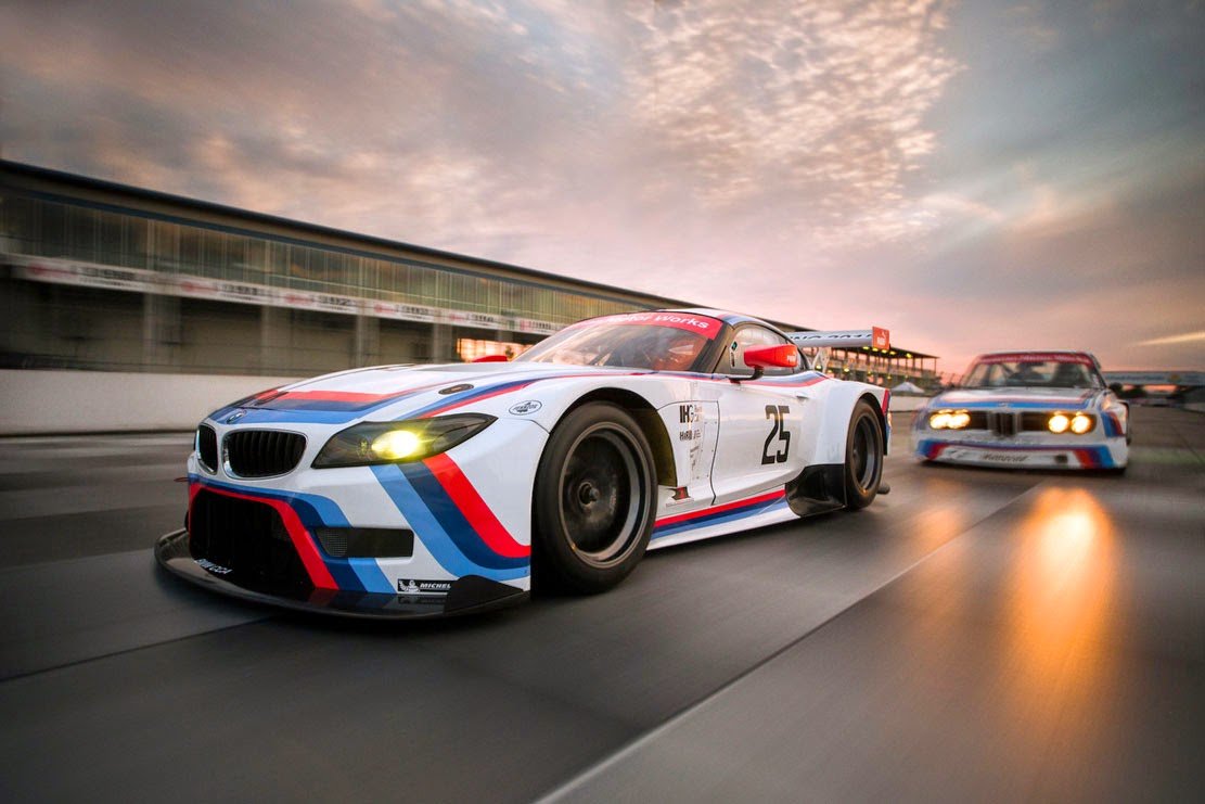 un bmw z4 gtlm avec une livr e historique pieces auto moins cher. Black Bedroom Furniture Sets. Home Design Ideas
