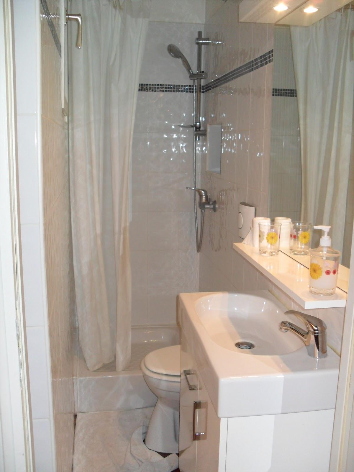 depois de instalada fui fazer compras para abastecer a casa em um  #B48617 1200x1600 Banheiro Com Box De Cortina