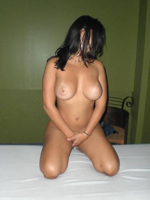 FotosNua.Com gostosa mostrando a bunda